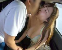 【FANZA動画】ドライブレコーダーに録画されていた人妻達の浮気映像。生々しい素人の車内SEXを見れる動画。