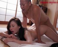【FANZA動画】NTR寝取り寝取られ動画。自分の同僚に妻の裸を見られた事からNTR属性が目覚めた旦那。寝たふりして妻を試しだす動画。
