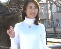 清楚感ある35歳の美魔女がAVデビュー!初めてのハメ撮りでエロい表情を・・・!姫路さとみ