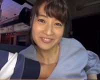 【新山沙弥】若妻ナンパ。夕食の買い物帰りの可愛い主婦を車に連れ込んでエッチなことさせちゃいます