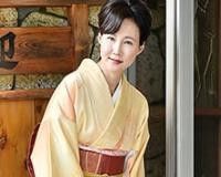 妖艶な旅館の女将がお気に入りの客を肉弾接待! 赤坂ルナ