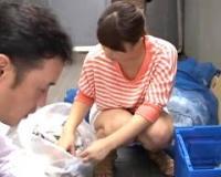 【香乃まどか】マンションのゴミ置き場でノーブラゴミ出ししていた若妻を犯すサラリーマン
