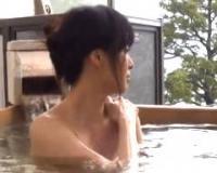 【安野由美】不倫旅行で訪れた温泉宿で卑猥な目隠しプレイを楽しむ五十路の美熟女