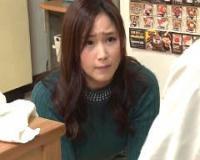 【瀬戸すみれ】騒音トラブルの謝罪に来た若妻にイラマチオを強要!