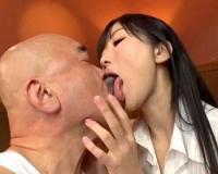 <大槻ひびき>ベロキスしながら、ハゲオヤジの顔を舐めまわす激カワ痴女エステ嬢が大人気!