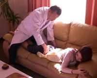 訪問診療にやってきた整体師に無理やり卑猥なマッサージを受けさせられたら、いつの間にかヒクヒク気持ちよくなっちゃった美人妻(*´Д`*)
