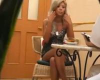 むっちり体型の金髪黒ギャル美女が、目隠しされてマッサージ中にエッチな気分になってセックスしちゃう!