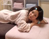 童顔美少女JK女子高生がお客として来たとたん、中出しありの施術にしちゃう整体師w
