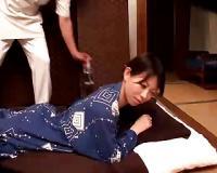【悪徳オイルマッサージ】めちゃめちゃ色っぽいセレブ人妻たちが温泉旅館のマッサージ師と潮吹きしちゃうくらい激しいSEXをしちゃう!