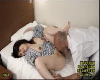 【ホテルマッサージ】どうして乳首舐めるんですか?奥さんこそパンティ濡れてますよ!セックスレスだから感じちゃうんですよ!人妻に無断で生ハメ中出し
