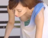 【美乳露出】ノーブラ巨乳がシャツの中でプルプル揺れる♡パイチラ&チラ乳首がデフォルトな人妻痴女に誘惑されて…つい即ハメ