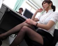熟年女教師が生徒を逆痴漢してチンポをしゃぶり中出しsexする