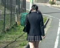 下校中の制服女子にゆっくり車で接近して一気に車内に引きずり込む!鬼畜おじさん達が野外で囲み無理やり犯しまくる