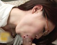 美熟女ナンパ「おっきくて硬い…♡」メガネ知的美人&ガリ巨乳おっぱいの超抜ける素人人妻おばさんの男根一本喰いがエロ過ぎるw
