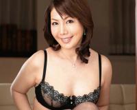 【四十路・人妻熟女】「裸よりそそるでしょ♡」ムチムチ巨乳おっぱい美魔女おばさんがエロ下着・膣内射精SEX!|小野さち子