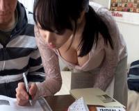 【浜崎真緒】親がいないときに巨乳ビッチ家庭教師を盗撮レイプwww