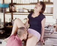 【母子姦】「そんなに舐めないで~~~~!!」60代のマッマに欲情した息子がクンニや手マンで愛液溢れさせるっwwww