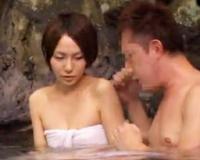 混浴露天風呂で巨根を探すミッションに挑戦しちゃう激カワなショートカットのスレンダー美少女!