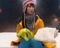 <本澤朋美>スキー場なナンパしたカップルの彼氏を外で待たせて、激カワ美少女の彼女はMM号でマッサージ中に他人棒で中出しされちゃう!※エロ尻騎乗位は必見!
