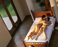 【避暑地の背徳夫人×小早川怜子】めっちゃ色っぽいセレブな美人妻が、旦那に勧めてもらった避暑地で出会った年下の男とのセックスに敏感に感じまくる姿が激エロ♥