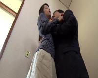 【画像】そこには女性のお尻をムチで叩く野蛮な野口がいた!帰ってきたスケベ妻 鈴木さとみ