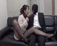 痴女OL、マスク社員に乗っかり足でお尻で好き放題弄ぶ。