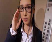 眼鏡美人のキャリアウーマンがエレベーターで複数の男にぶっかけされちゃいます。 古川いおり