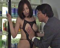 エロ動画更新!逆らえない妻があえぎ声を出せない場所で強●ファック「巨乳、人妻、谷原希美好きにオススメ!」