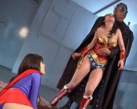 エロ動画更新!DCのアメコミヒロイン2人が悪の組織に好き放題調教され3Pレ○プ「巨乳、コスプレ、レ○プ、3P、彩城ゆりな、綾瀬みなみ好きにオススメ!」