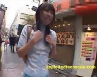 【ぶっかけ】ガチなゲリラ公開セックスと陰毛全開で街を練り歩く動画www