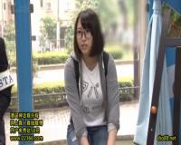 【月本愛】外国人に日本の文化を教えるはずが!地味な眼鏡娘がスタッフと一緒に官能小説の内容を実演することに
