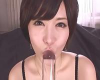 里美ゆりあがいやらしい舌の動きを超接写アングルで見せるアクリル棒ベロキスオナニー