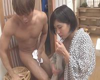 寝取り性癖のある女子大生が温泉宿で見つけた既婚者オヤジを襲う!