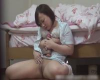 ぽっちゃり巨乳お姉さんが極太ディルドでオナニーするところを隠し撮り!!!