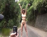 【野外露出】バカップルが山の中でヌード撮影&全裸ハイキング!!!