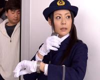 デカ乳人妻車掌が自ら囮になってチカンを取り締まるハズがトイレに連れ込まれて犯される!! 愛田奈々