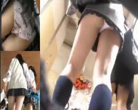 【パンチラ盗撮】クソミニ履きこなす素人JKが文化祭で魅せた素敵な柄パンティ超臭そう…