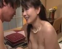 <三浦恵理子>熟女生保レディーがフェラって生ハメ、中出し室内射精の淫乱、枕営業