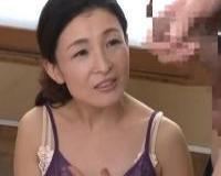 清楚な雰囲気の初撮り熟女がセンズリ鑑賞からの激イキSEX。しかも中出し膣内射精