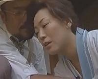【ヘンリー塚本】「この家、今はおまえと俺の二人きりだな」割烹着のまま旦那様にマンコを貫かれる熟女使用人