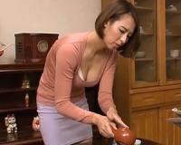 嫁の母に魅了されて・・・。ふっくら巨乳な義母と肉体関係をもってしまう婿!水元恵梨香