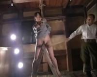 三角木馬拷問 竹刀で打たれ絶許する女囚 森下さやか