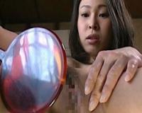 【ヘンリー塚本】鏡にオマンコ写してオナる変態娘の淫靡な性行為