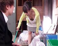 【企画】早朝ゴミ出しをしているご近所さんのノーブラ胸チラを見て欲情してしまう男性、押し倒して無理やりチンポを挿入する激ピストンセックス!!