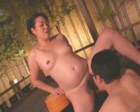 ぽっちゃり五十路 豊満ボディ♡お母さんと温泉旅行で近親相姦中出しSEX!