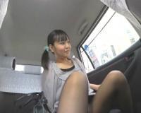 【閲覧注意 ゲロ 嘔吐】これからこのパンチラしまくる美女がタクシーの中でリバースします・・・