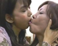おばレズ♡6人の熟女がベロと唾液をねっとり絡ませ口臭と唾液臭漂うような卑猥レズキス!