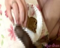 ザーメンぶっかけケーキ: 黒人の仮性包茎ペニスをシコって食ザー