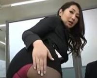 【無】上客との契約の為にケツ丸見えのミニスカ姿で接待させられた熟女社長♪伊織涼子