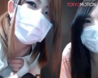 美人ギャル二人がマスクを上げてベロチューから美乳おっぱい出し舐め合うレスプレイ配信エロ過ぎwww【ライブチャット動画】